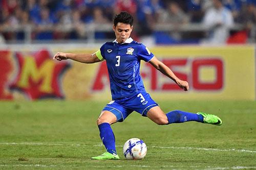 Hậu vệ trái Theerathon là đội phó thứ ba của Thái Lan.