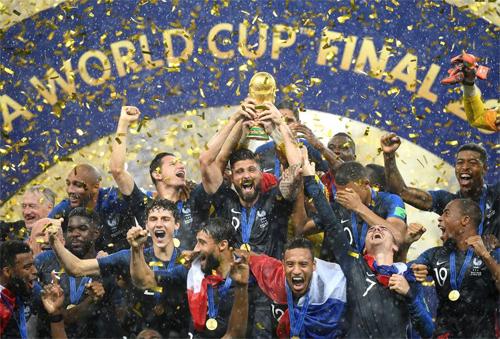 Pháp thể hiện sức mạnh vượt trội trên đường đến chức vô địch giải đấu ở Nga.