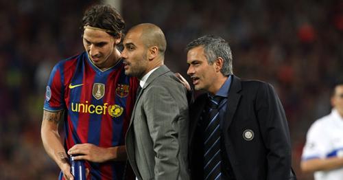 Mourinho trong chuyến trở lại Nou Camp vào năm 2010 và giúp Inter vượt qua Barca một cách kịch tính. Ảnh:Reuters.