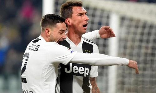 Mandzukic một lần nữa đóng vai người hùng khi ghi bàn mang về chiến thắng cho Juventus. Ảnh: Reuters.