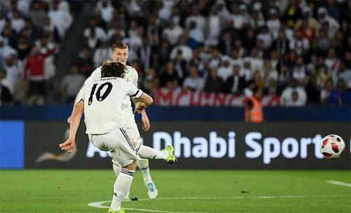 Modric sớm khẳng định đẳng cấp của Cầu thủ hay nhất FIFA và Quả Bóng Vàng 2018. Ảnh: Reuters