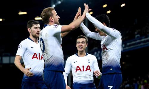 Kane và Son cùng nhau mang về chiến thắng cho Tottenham. Ảnh: Rex.