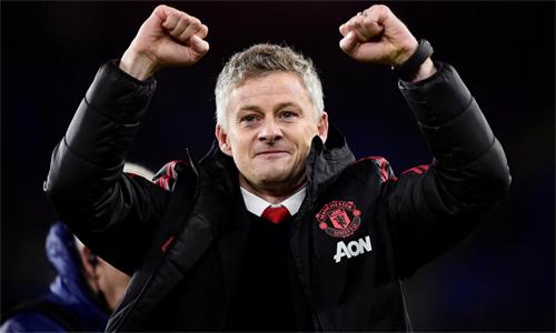 Solskjaer giúp Man Utd giành chiến thắng tưng bừng trong trận đầu cầm quân. Ảnh: Reuters.