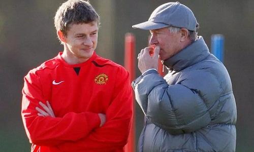Ferguson đứng sau quyết định bổ nhiệm Solskjaer và sẽ giúp học trò dẫn dắt Man Utd. Ảnh: Reuters.