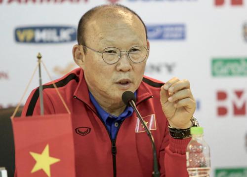 HLV Park Hang-seo trả lời báo chí ở Mỹ Đình, sáng nay 24/12. Ảnh: Lâm Thỏa.