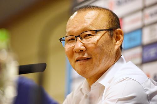 HLV Park Hang-seo trở lại Việt Nam hôm qua, sau khi tranh thủ về Hàn Quốc nhận giải thưởng Nhân vật của năm 2018 do Hiệp hội báo chí Hàn Quốc trao tặng. Ảnh:Giang Huy.
