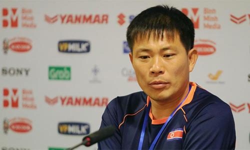 HLV Triều Tiên, Kim Yong-jun từng dự World Cup 2010 dưới tư cách cầu thủ. Ảnh: Phạm Đương.