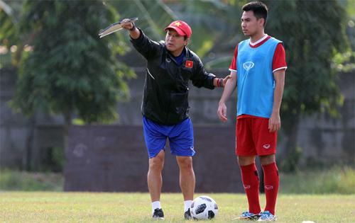 Các tuyển thủ Việt Nam cho biết rất nể trợ lý Lee Young-jin vì ông có chuyên môn, truyền dạy nhiệt tình và sống tính cảm.