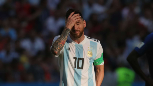 Thành công quá lớn ở Barca nhưng chưa từng giúp Argentina giành được danh hiệu lớn khiến Messi chịu nhiều áp lực. Ảnh: AFP.