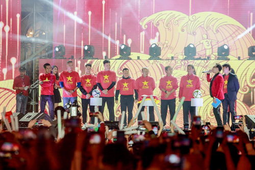 Những người hùng của bóng đá Việt Nam xuất hiệntrong màu áo đỏ sao vàng