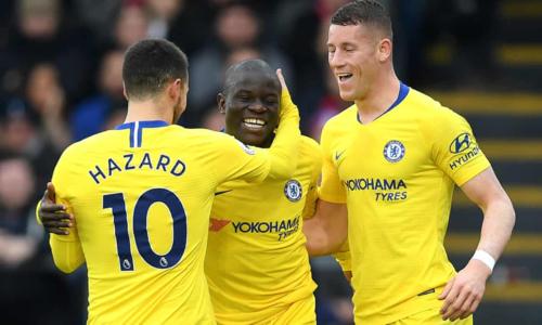 Kante chia vui bàn thắng với Hazard và Barkley. Ảnh: AFP.