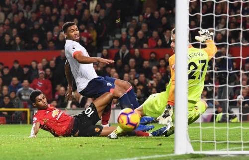 Rashford ghi bàn thắng sau pha kiến tạo của Martial. Ảnh:AFP.