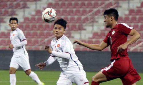 Quang Hải (áo trắng) và Phan Văn Đức đều sút tung lưới Philippines ở trận đấu này. Tại bán kết AFF Cup, hai cầu thủ này cũng ghi những bàn quan trọng vào lưới đối phương để đưa Việt Nam vào chung kết. Ảnh: VFF.