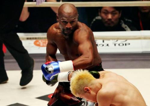 Mayweather hạ võ sĩ Nhật Bản sau 139 giây