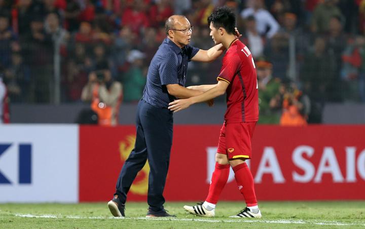 Ông Park luôn nhận được sự kính trọng và yêu mến của các cầu thủ Việt Nam. Ảnh: Đức Đồng.