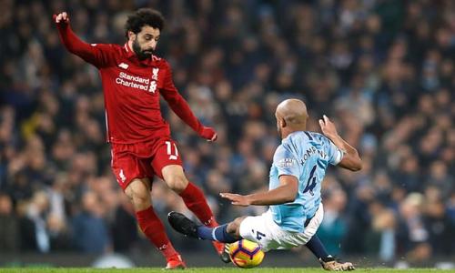 Klopp cho rằng Salah có thể phải nghỉ thi đấu đến hết mùa nếu không kịp nhảy tránh cú vào bóng của Kompany. Ảnh: PA.