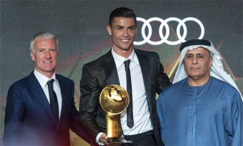 Ronaldo và HLV tuyển Pháp, Deschamps đều có mặt tại lễ trao giải. Ảnh: Reuters