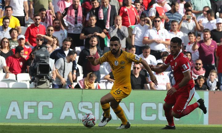 Thất bại dưới tay Jordan sẽ khiến Australia (áo vàng)chịu áp lực lớn ở hai trận tiếp theo. Ảnh: AFC.