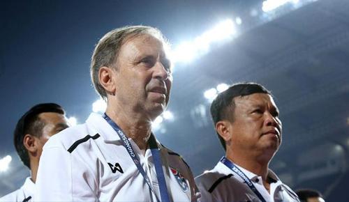 HLV Rajevac mất việc chỉ sau một trận tại Asian Cup.