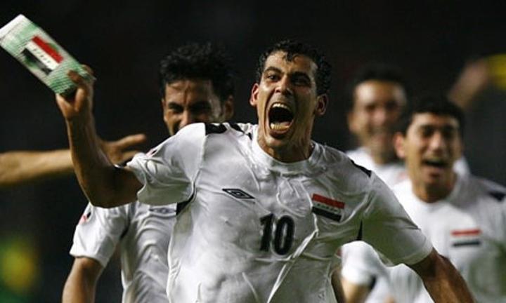 Younis Mahmoud (số 10) là cầu thủ xuất sắc của Asian Cup 2007, giúp Iraq lần đầu vô địch. Ảnh: Ahdaaf.