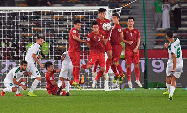 Cú sút phạt quyết định mang về chiến thắng 3-2 cho Iraq của Ali Adnan. Ảnh: AFC.