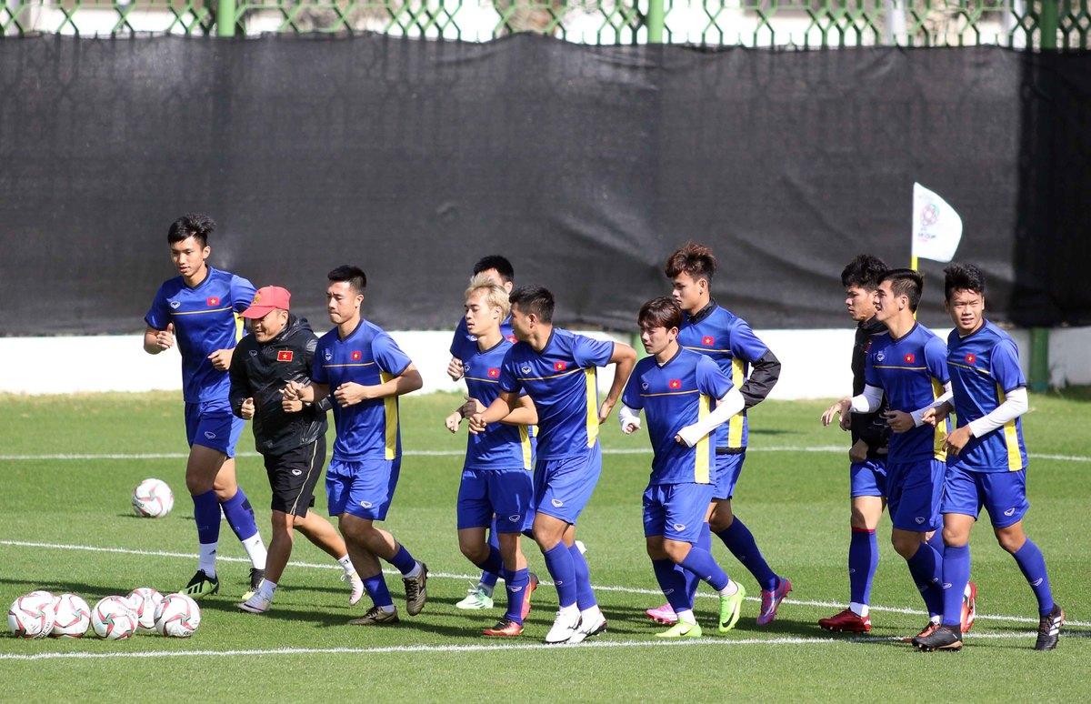 Cầu thủ Việt Nam tìm lại nụ cười sau trận thua Iraq