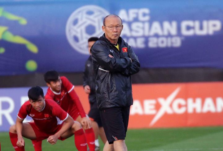 HLV Park Hang-seo trong buổi tập ngày 9/1, chuẩn bị cho trận đấu với Iran. Ảnh: VFF