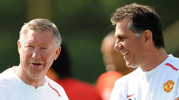 Queiroz (phải) từng là trợ lý thân tín của Sir Alex Ferguson.