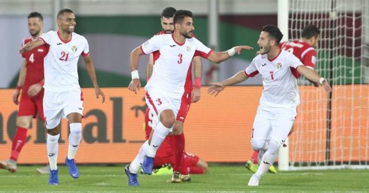 Cầu thủ Jordan chia vui sau bàn thắng thứ hai. Ảnh: AFC.