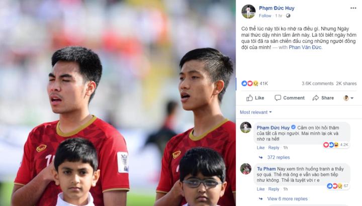 Đức Huy (trái) lần đầu đá chính ở Asian Cup, nhưng va chạm mạnh với đối thủ dẫn tới bị mất trí nhớ. Ảnh: FBNV.