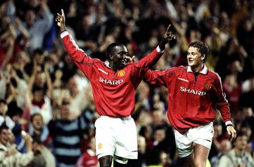 Yorke (trái) thì đấu cùng thời với Solskjaer - HLV đương nhiệm của Man Utd.