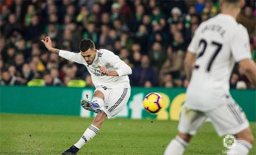 Ceballos khiến đội bóng cũ trắng tay ngay trên sân nhà.