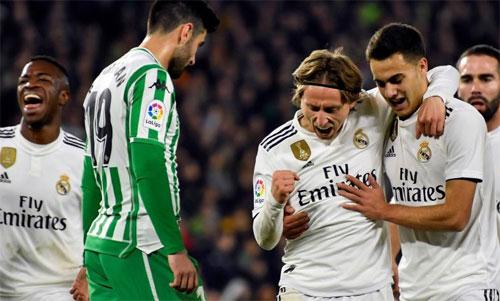 Modric sớm đem lại lợi thế cho Real. Ảnh: Reuters