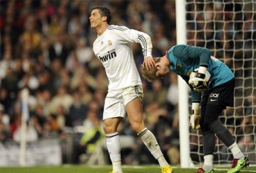 De Gea từng khổ sở cùng Atletico Madrid vào thời điểm được Ferguson để mắt và theo dỏi để tuyển mộ về cho Man Utd.