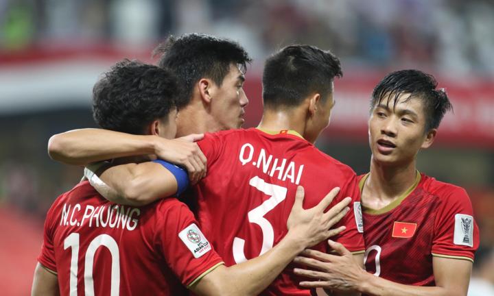 Thầy trò ông Park Hang-seo rộng cửa đi tiếp sau chiến thắng 2-0 trước Yemen. Ảnh: Anh Khoa.