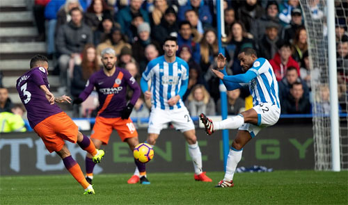 Cú sút căng của Danilo mở ra chiến thắng cho đội khách. Ảnh: Reuters