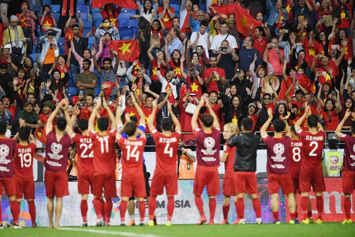 Việt Nam là đội tuyển có xếp hạng thấp nhất của FIFA lọt vào vòng tám đội cuối cùng của Asian Cup 2019. Ảnh: AFC.