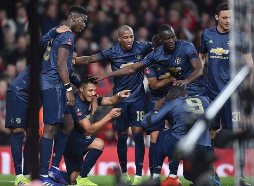 Các cầu thủ Man Utd ăn mừng bàn mở tỷ số. Ảnh: DailyMail.