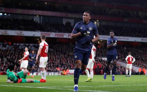 ... và Martial ấn định chiến thắng 3-1 cho Man Utd.