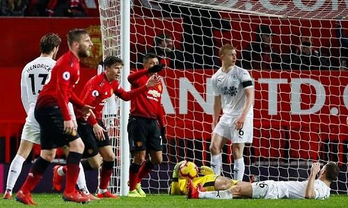 Man Utd đứng trước nguy cơ nhận thất bại đầu tiên dưới thời Solskjaer nhưng thoát hiểm đầy kịch tính. Ảnh: Reuters.