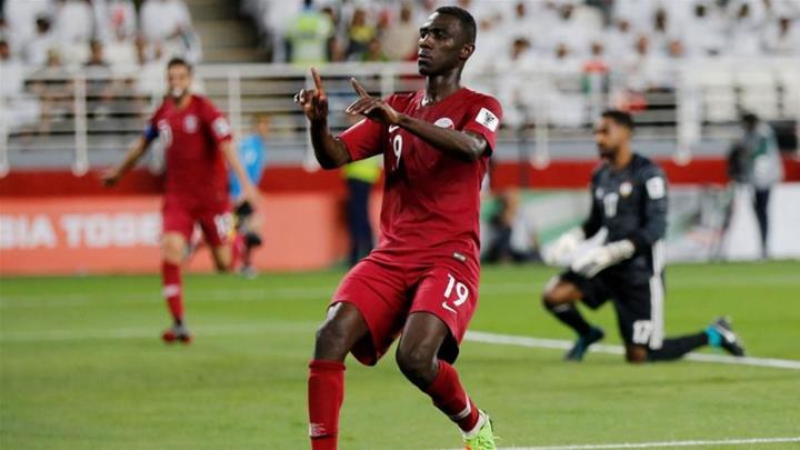 Almoez Ali bị tố không đủ điều kiện chơi cho Qatar.