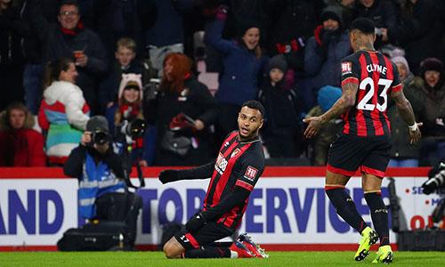 Joshua King (giữa) là người chơi nổi bật nhất bên phía Bournemouth tối 30/1. Ảnh: Reuters.