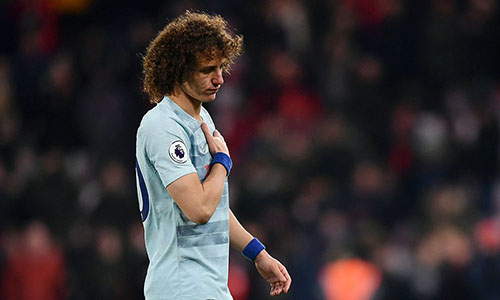 David Luiz mắc lỗi dẫn tới bàn nâng tỷ số lên 2-0 của Bournemouth. Ảnh: PA.