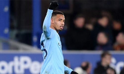 Jesus ấn định kết quả 2-0 cho Man City. Lần gần nhất Man City giữ đỉnh bảng Ngoại hạng cũng là sau trận thắng Everton, hôm 15/12 năm ngoái. Ảnh: Sky.