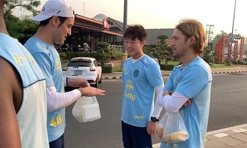 Xuân Trường tập luyện kiểu nhà binh cùng đội bóng Thái Lan - ảnh 2
