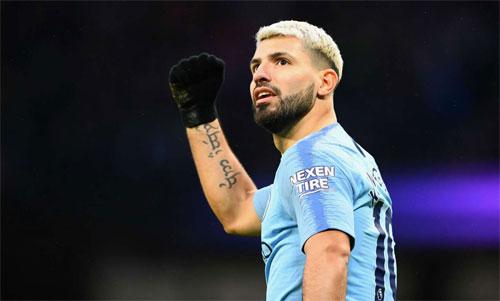 Hat-trick vào lưới Chelsea tái khẳng định Aguero là một huyền thoại của Ngoại hạng Anh. Ảnh: Reuters
