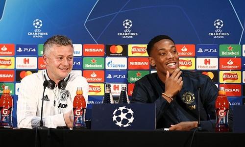 Solskjaer (trái) và Martial là hai người của Man Utd dự họp báo trước trận. Ảnh: PA.
