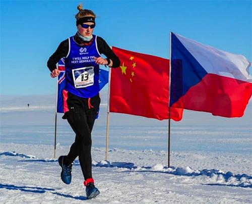 Gill về nhì ở chặng đầu tiên trong thử thách - chặng diễn ra ở Bắc Cực.