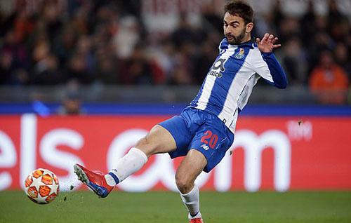 Cầu thủ vào thay người Lopez ghi bàn trên sân khách quý giá cho Porto. Ảnh: Reuters.