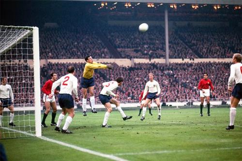 Banks góp công lớn giúp tuyển Anh vô địch World Cup 1966.